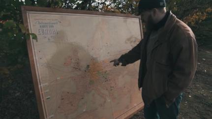 """Abbildung 12 (Screenshot: Min. 8:15) (Malenki. """"Trödelmarkt in Ostdeutschland"""" (09.11.2018): https://www.youtube.com/watch?v=Y8Ts12GGLoI) [Stand 11.03.2019]"""