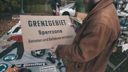 """Abbildung 7 (Screenshot: Min. 4:39) (Malenki. """"Trödelmarkt in Ostdeutschland"""" (09.11.2018): https://www.youtube.com/watch?v=Y8Ts12GGLoI) [Stand 11.03.2019]"""