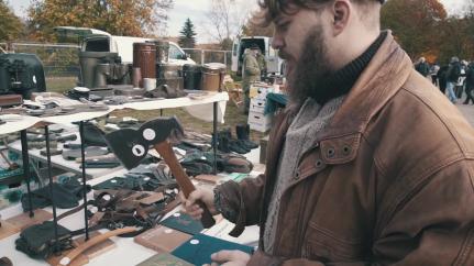 """Abbildung 8 (Screenshot: Min. 4:58) (Malenki. """"Trödelmarkt in Ostdeutschland"""" (09.11.2018): https://www.youtube.com/watch?v=Y8Ts12GGLoI) [Stand 11.03.2019]"""